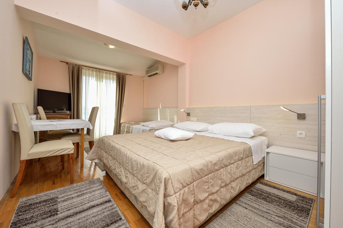 Bedrooms for four guests - Hotel Restaurant Joso Sukošan